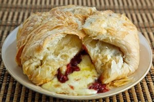 Baked Brie with Cranberry Chutney Appetizer