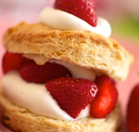 Fluffy Biscuits with Strawberries
