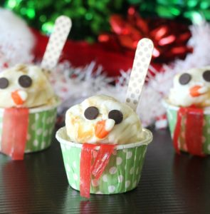 Snowmen Frozen Yogurt Sundaes