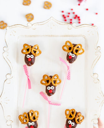 Mini Eclair Reindeer Pops