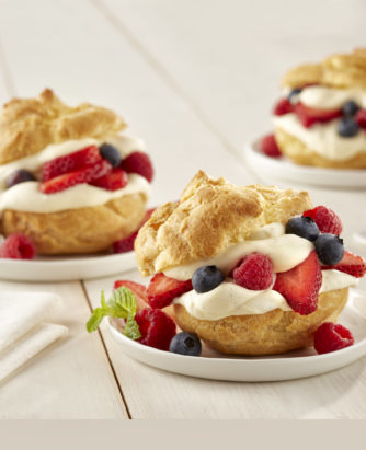 2017_Fresh_Berry_Cream_Puff